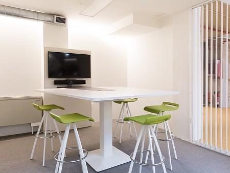 Dass te presenta su gama de monitores interactivos para reuniones por videoconferencia